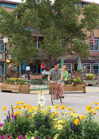 2016_Getaways_CrestedButte_bicycle_town
