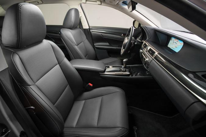 2016 Lexus GS200t interior
