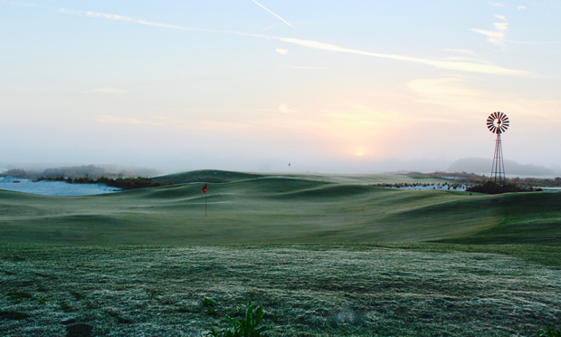 Fog rolls in at no. 9 at Streamsong black