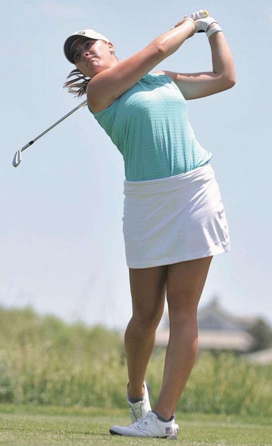 Jennifer Kupcho teeing off against Carlota Ciganda.